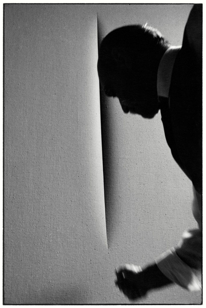 Lucio in actiune, fotografiat de Ugo Mulas