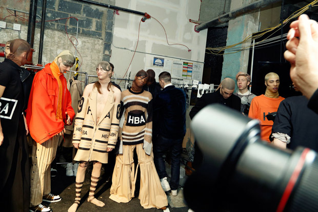 hoodbyair-backstage-photo helga-traxler